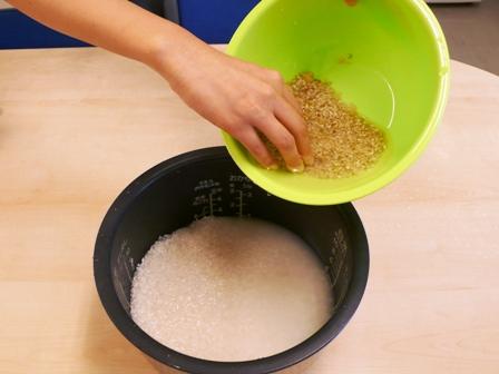 白米に玄米を加えます.JPG
